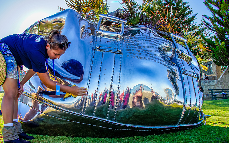 Yumin Jing, Travelling Bag, Sculpture by the Sea, Cottesloe 2016